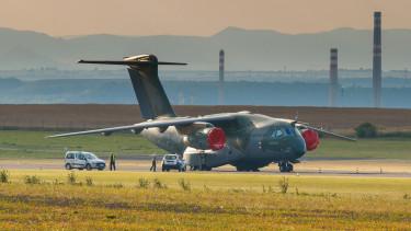 Új katonai repülőgépek beszerzéséről tárgyal Magyarország