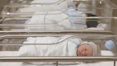 újszülött kisbaba kóráhz
