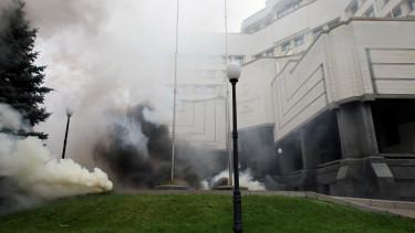 Ukrajna alkotmanybirosag tuntetes korrupcio201030