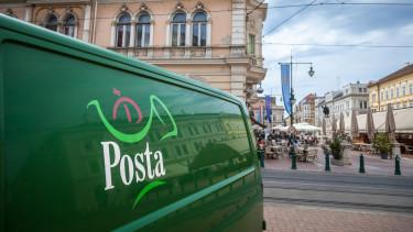Üzent a Magyar Posta a tankönyvekkel kapcsolatban