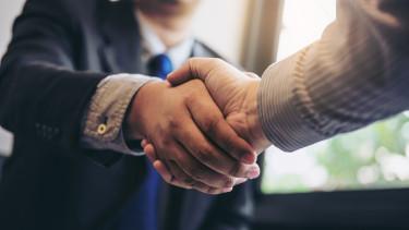üzlet üzletember piramisjáték befektetés megállapodás