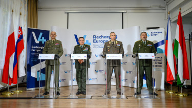 v4 katonai vezetők