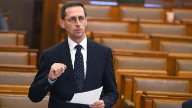 varga mihály parlament pénzügyminiszter