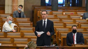 varga mihály pénzügyminiszter parlament