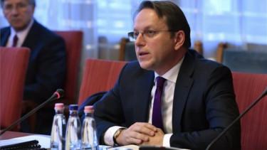 Varhelyi Oliver meghallgatas magyar parlament1500