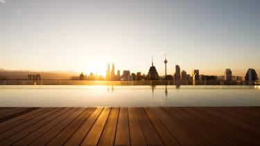 város naplemente