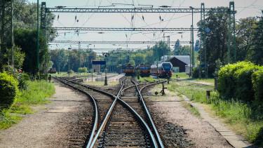 vasút vonat keszthely pályaudvar