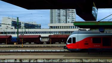vasút vonat újszász