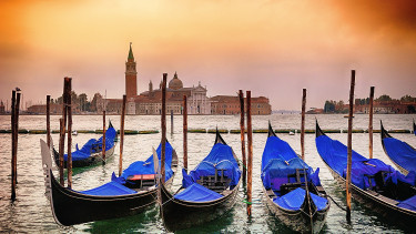 Velence megelégelte a turistaáradatot, most már szinte mindenért büntetnek