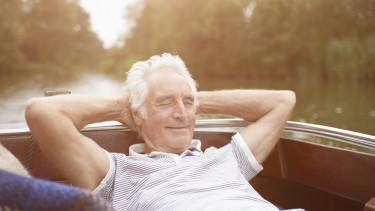 Velencei-tó - elégedett nyugdíjas turista - Getty