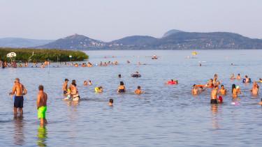 Vészesen fogyatkoznak a Balaton szabadstrandjai
