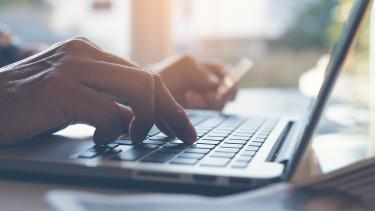 Vigyázat! Trükkös módszerrel kopasztják meg a gyanútlan netes vásárlókat