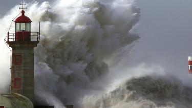 Vihar söpört végig a világon, amibe a forint is beleremegett
