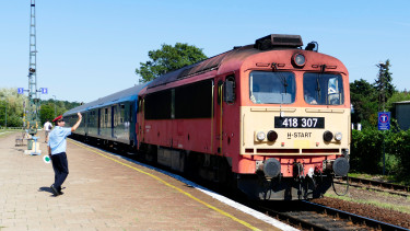 vonat train máv
