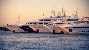 yacht hajó kikötő