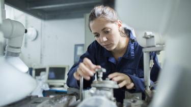 young factory worker gyári munkás
