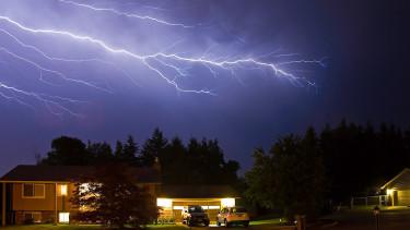 Zivatar, felhőszakadás, hőség - Több veszélyjelzést is kiadott mára a meteorológiai szolgálat