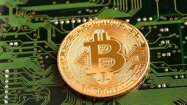 Zuhanórepülés a kriptopénzeknél, ütik a bitcoint