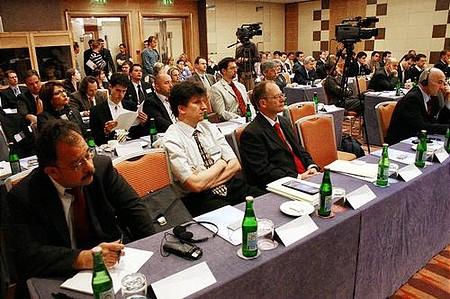Zsúfolt sorok a Portfolio.hu által szervezett \'A KKV-k növekedési lehetőségei Kelet-Európában\' című konferencián.