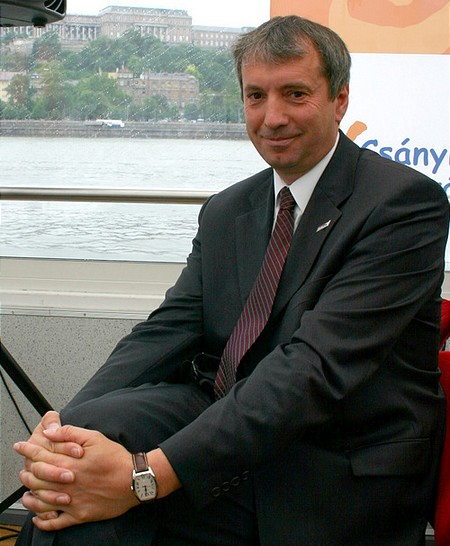 Karsai Béla 100 millió forinttal támogatta az alapítványt.