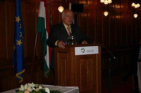 Sugár András (Befektetői Tanács társelnök) beszédet mond
