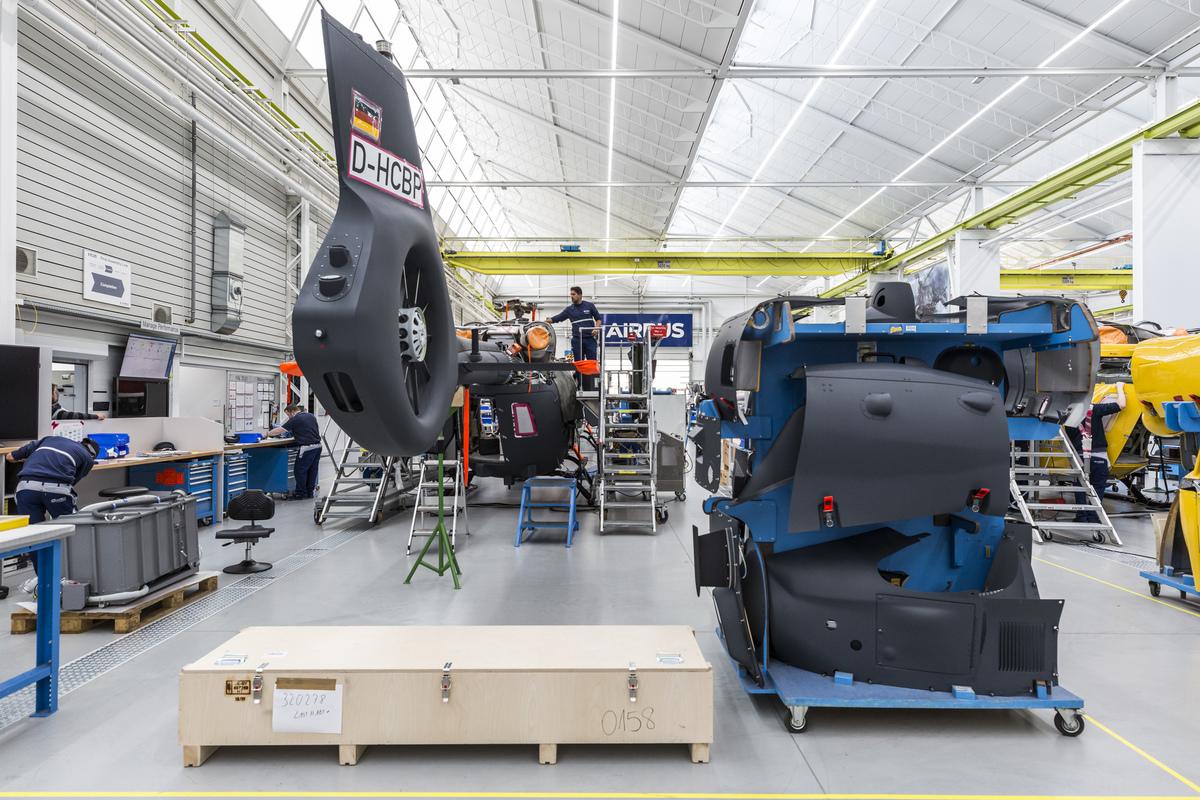 A H145M hátulról, a fedőelemek majd később kerülnek fel a gépre. Fotó: Christian Keller, Airbus Helicopters