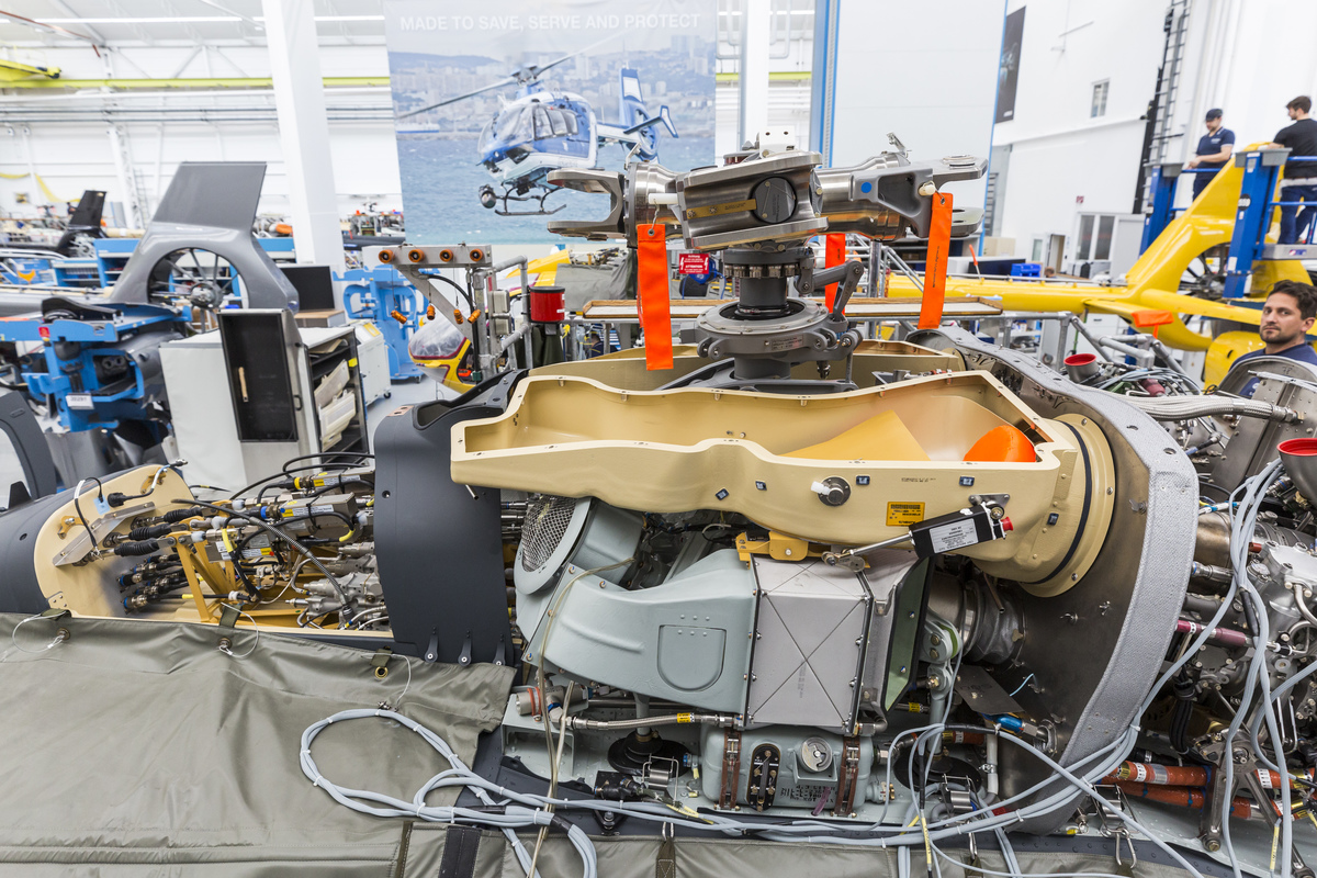 """Betekintés a """"motorház"""" alá. Fotó: Christian Keller, Airbus Helicopters"""
