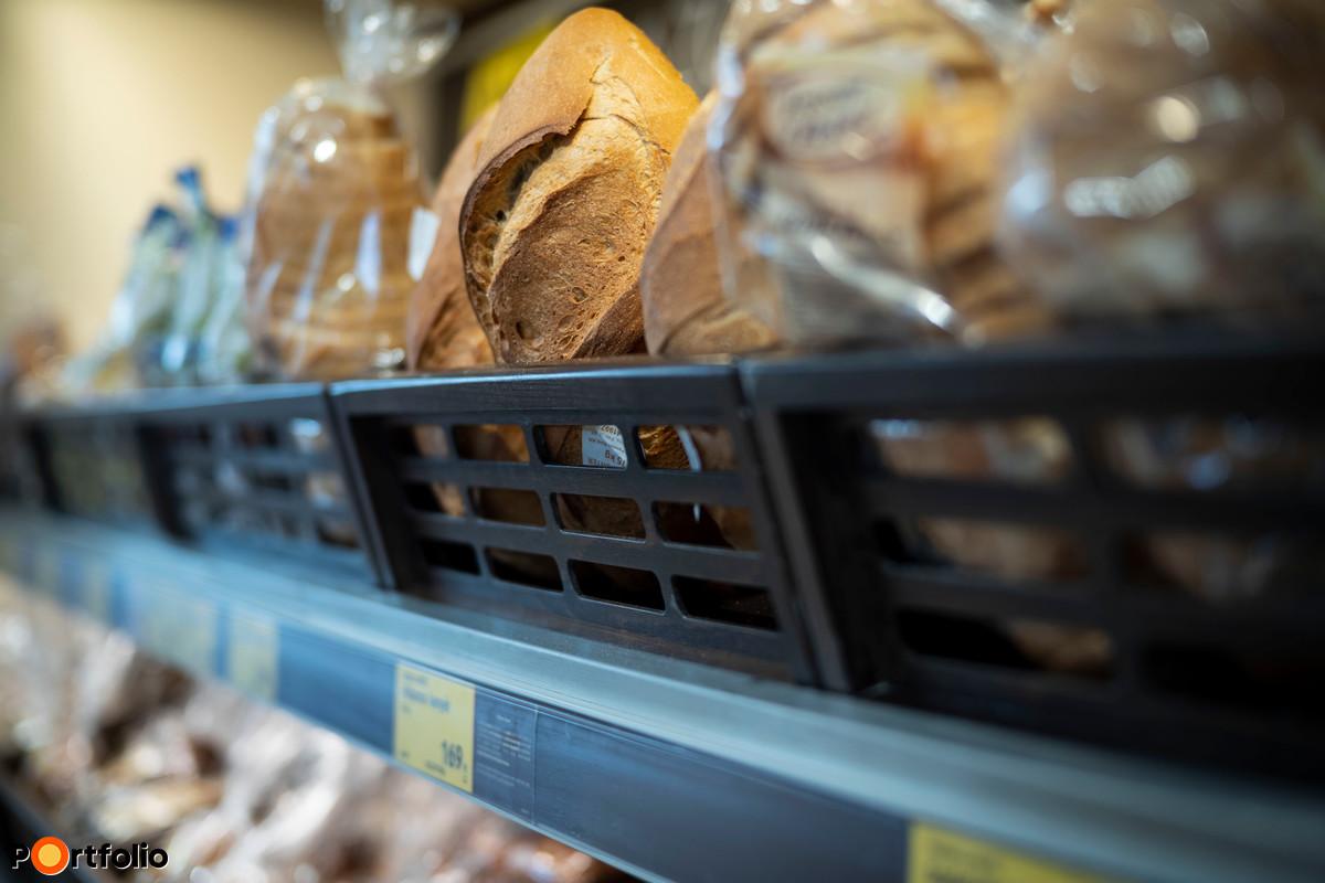 Az ALDI látványpékségekinél minden áruházban ugyanazokat a termékeket sütik és kínálják, a péksütemények esetében csupán hat kivétel akad, ezek régiós friss termékek, amelyeket naponta szállít egy-egy közeli pékség.