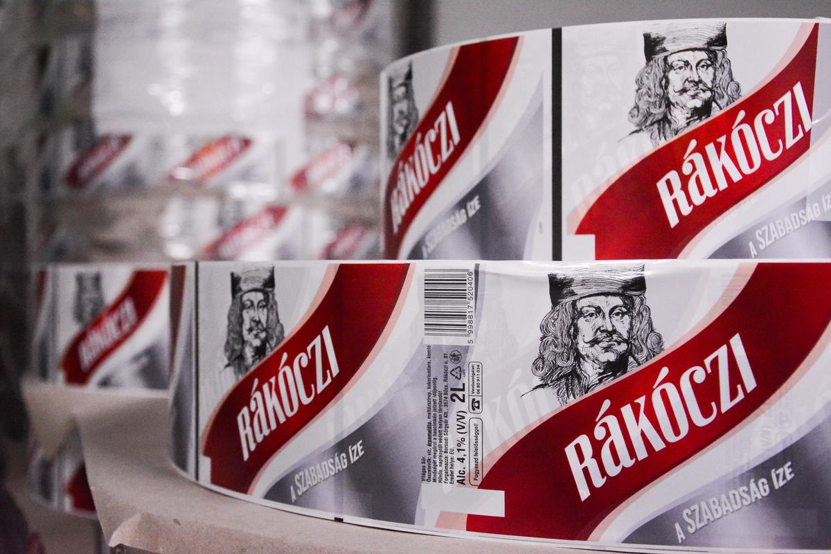 Rákóczi sör is készül a prágai gyárban, de csak PET-palackos kiszerelés, a magyar piacra, mert a bőcsi gyárban a dobozosok gyártására specializálódtak.