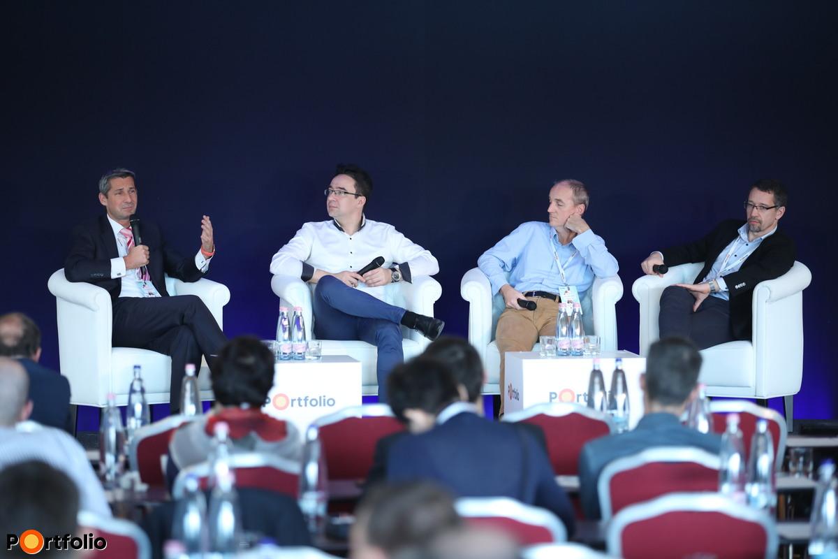 Panelbeszéletés: A gyógyítás jövője - Mi vár ránk 20 év múlva. Moderátor: Dr. Schiszler István, egészségügyi menedzser