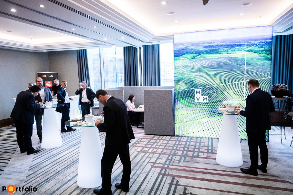 Ebédszünet, networking - Café Lounge powered by MVM