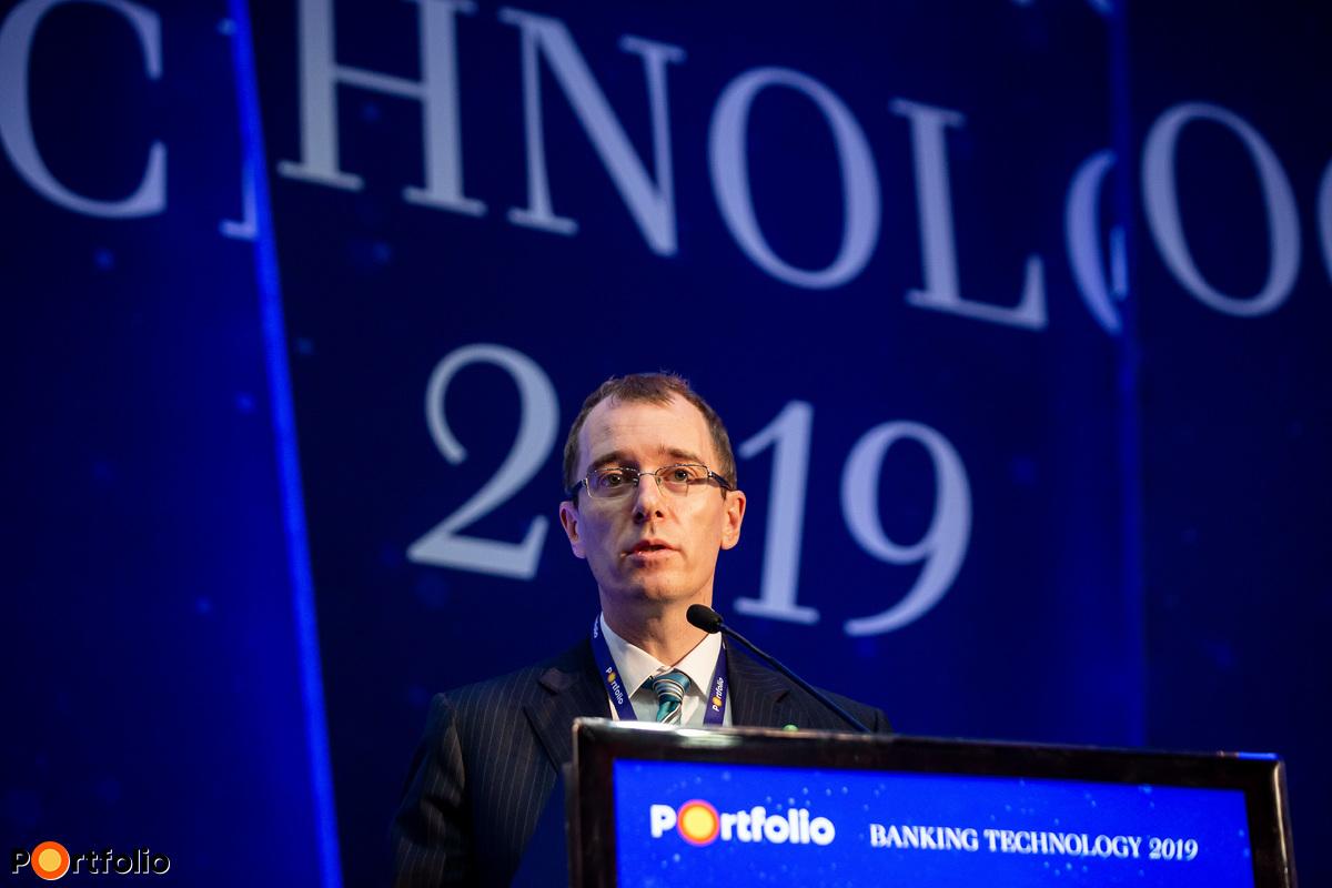 Becsei András (elnök, vezérigazgató, Magyar Bankszövetség, OTP Jelzálogbank): A magyar bankszektor digitalizációs stratégiája – Mi jön most?