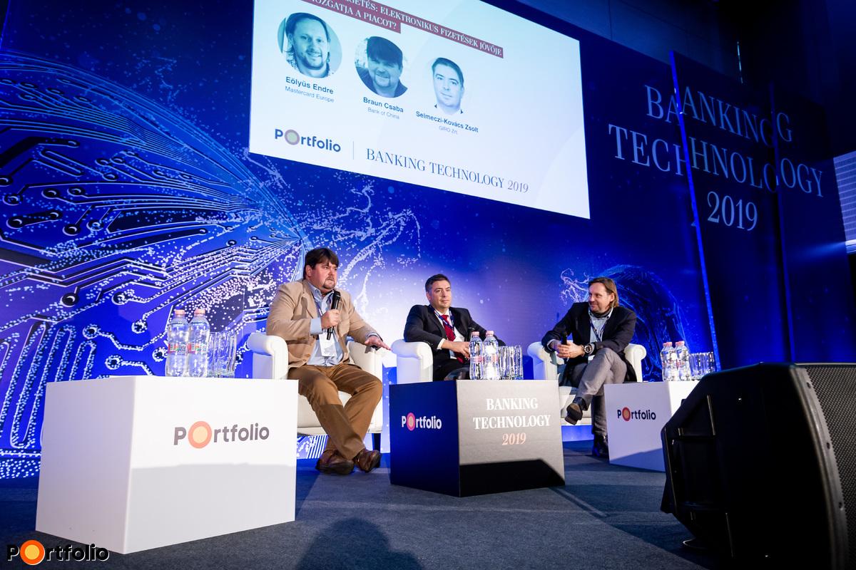 Panelbeszélgetés: Elektronikus fizetések jövője - Mi mozgatja a piacot? A beszélgetés résztvevői balról jobbra: Braun Csaba (bankkártya szakértő, Bank of China), Selmeczi-Kovács Zsolt (vezérigazgató, GIRO Zrt.) és a moderátor: Eölyüs Endre (igazgató, Mastercard Europe)