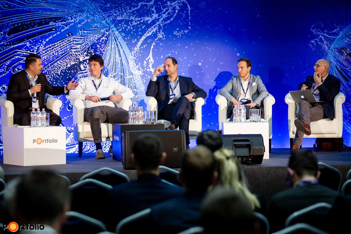 Panelbeszélgetés - Hogyan pöröghet fel a fintech piac? A beszélgetés résztvevői balról jobbra: Pecsenye Roland (Partner, Zelig Associates, angyal befektető és a felügyelő bizottság elnöke, Barion), Mudri György (alapító, Aggreg8), Kiss-Mihály Norbert (főosztályvezető, Digitalizációs politika és szabályozási főosztály, Magyar Nemzeti Bank), Fischer András (főosztályvezető, OTP Bank) és a moderátor: Bálint Viktor (ügyvezető partner, BnL Growth Partners)