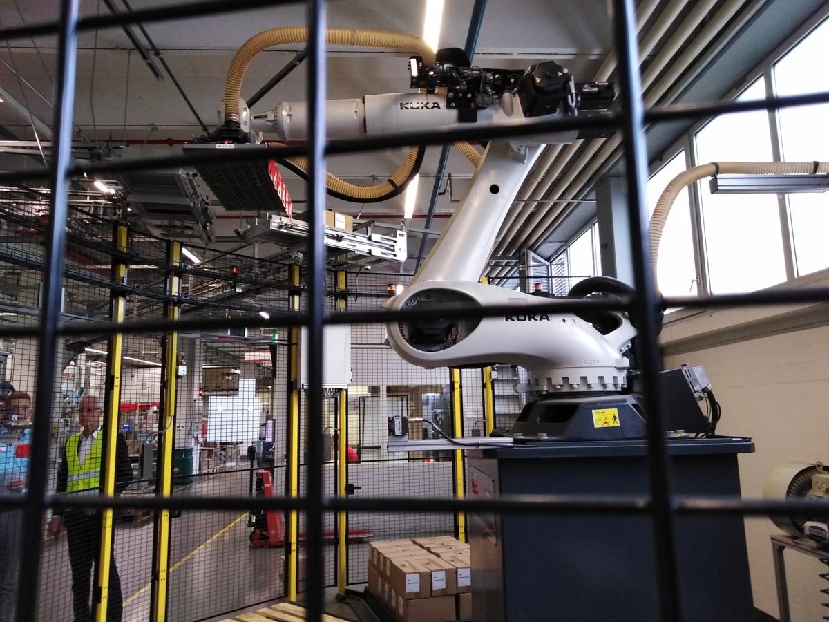 KUKA-robot a fischer-gyárban