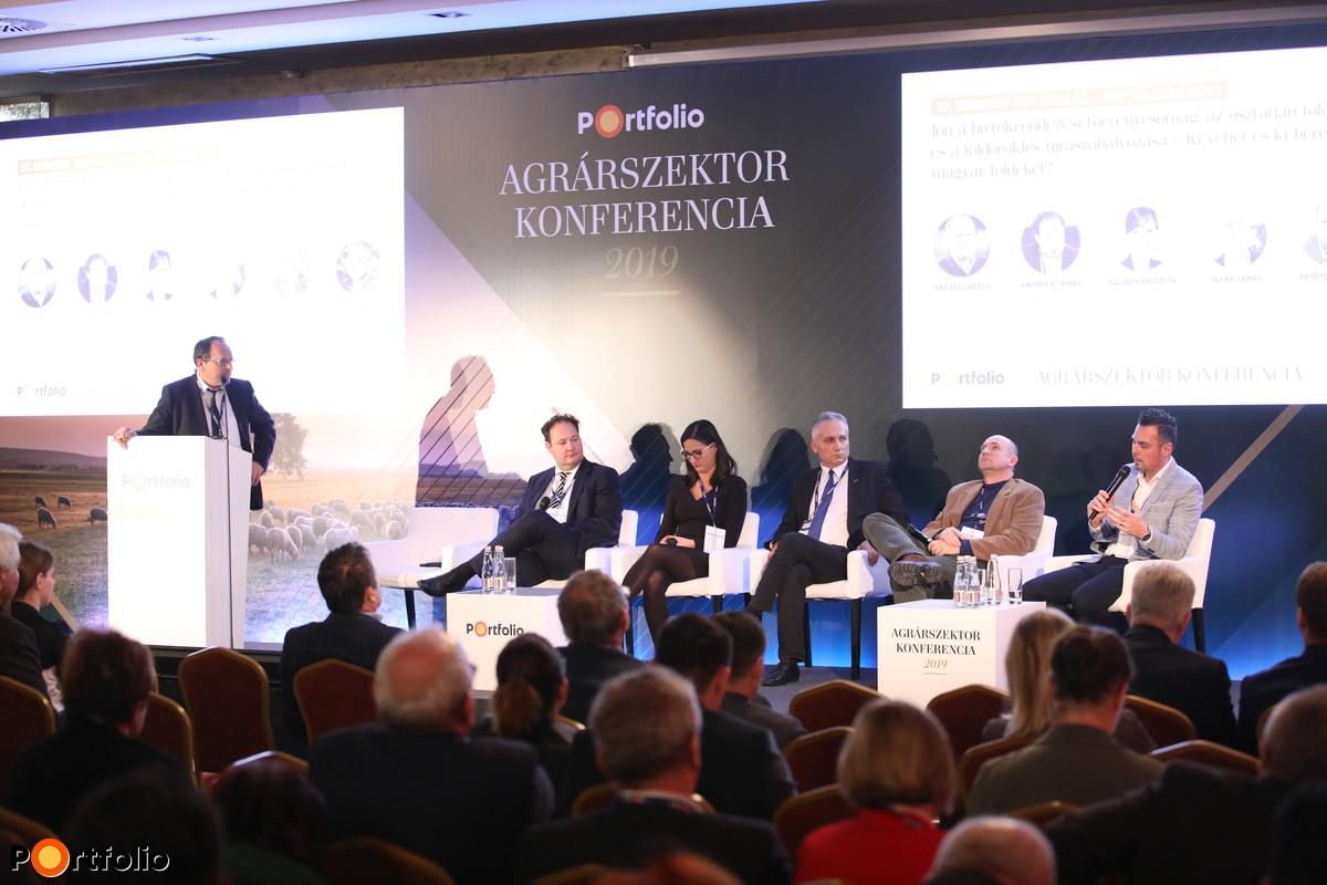 Kerekasztal-beszélgetés: Jön a birtokrendezési törvénycsomag: az osztatlan földtulajdonok és a földöröklés újraszabályozása – Ki vehet és ki bérelhet magyar földeket?