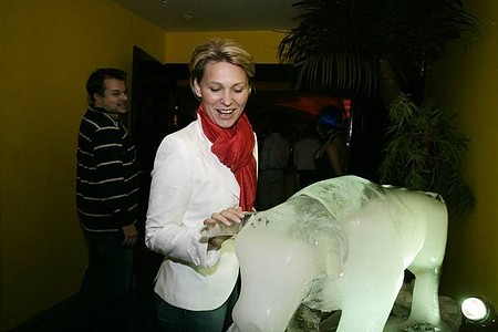 A jégbika köszöntötte a vendégeket