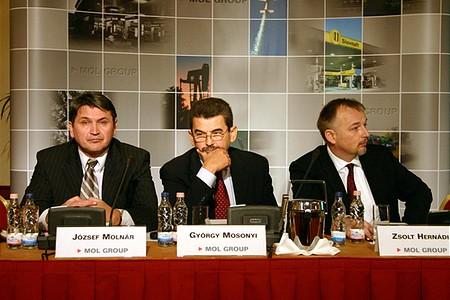 Molnár József CFO, Mosonyi György CEO, Hernádi Zsolt elnök