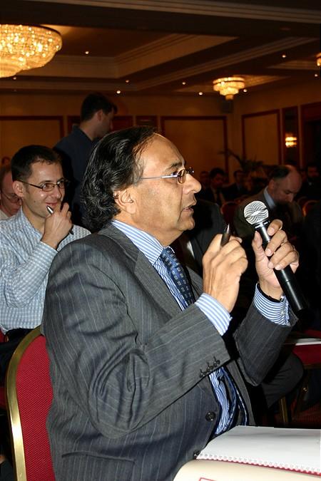 Pakisztánból is jelentek meg újságírók...