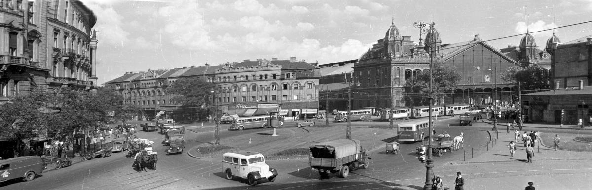 (1953) Nyugati (Marx) tér, szemben a Westend-ház és a Nyugati pályaudvar. Forrás: Fortepan