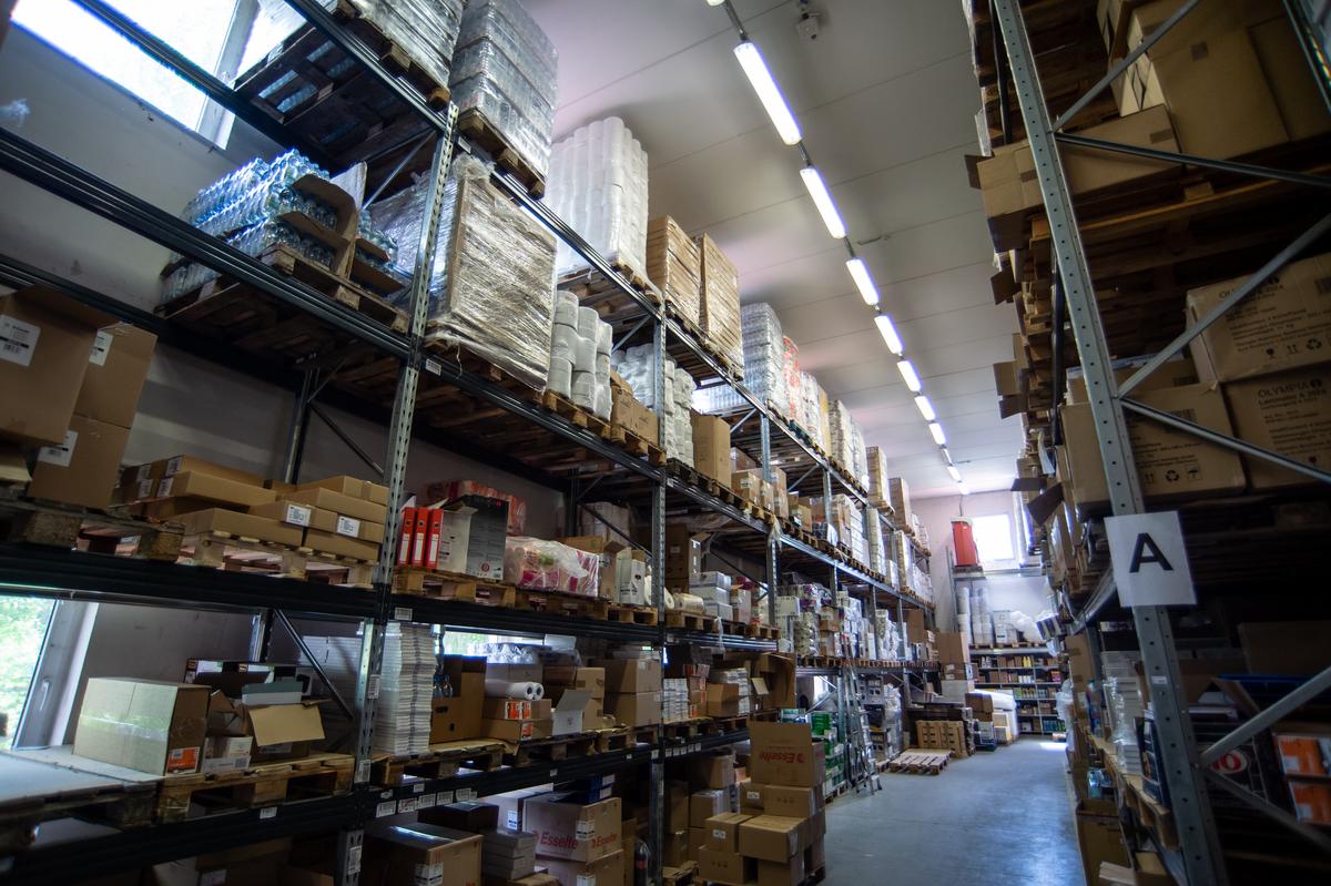 Termékkínálatukban minden olyan iroda üzemeltetéséhez szükséges termék megtalálható, amely a vállalkozások napi működéséhez elengedhetetlenül szükséges.