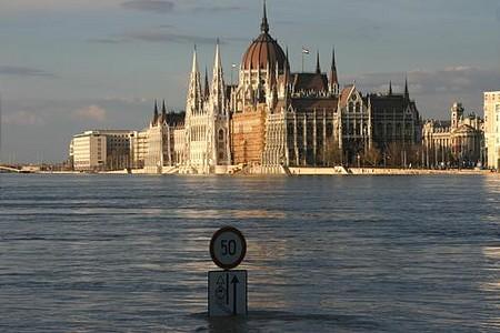 Tábla, parlament.