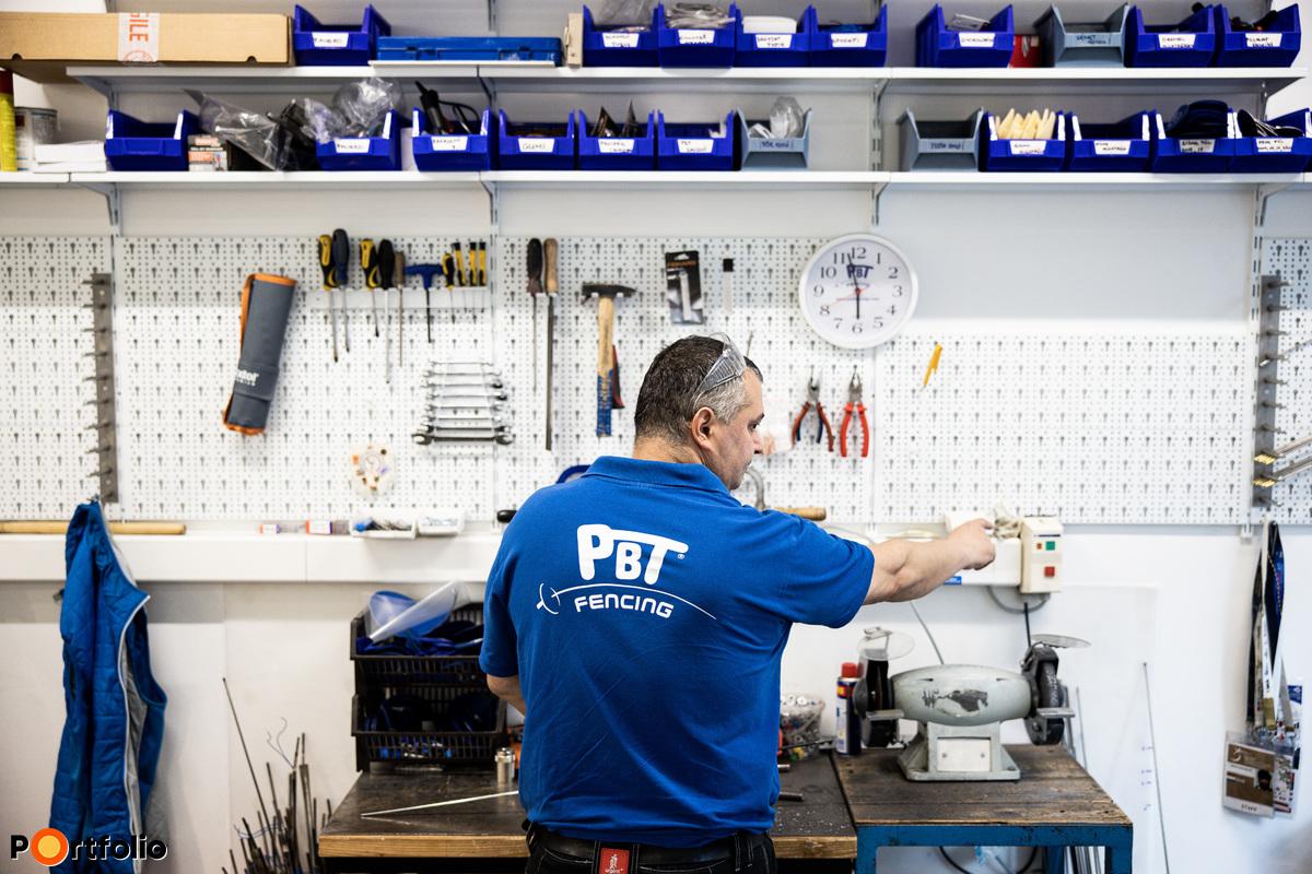 Egyaránt gyártanak felszerelést kezdő és hobbi szintű sportolóknak, illetve profi versenyzőknek.