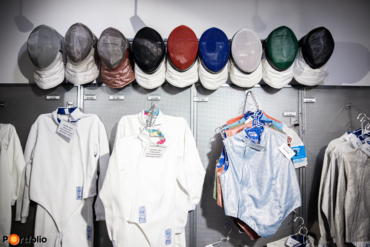 A nemzetközi vívósport egyik legismertebb márkáját egy 30 éves magyar cég jelenti.