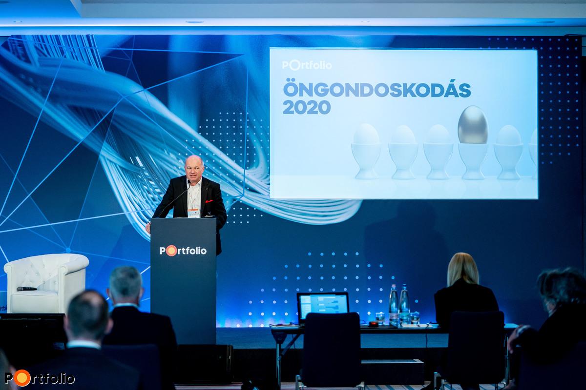 Raveczky Zsolt (igazgatósági tag, UNION Biztosító) moderálta a Magyar öngondoskodási piac – Mit hoz a következő 10 év? c. szekciót