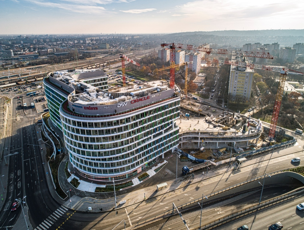Futureal - Budapest ONE (irodaház)