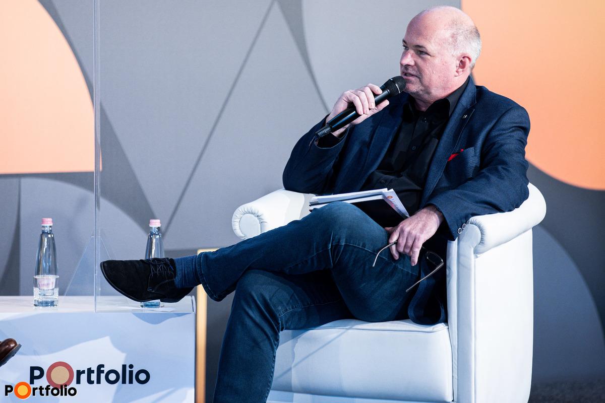 Panelbeszélgetés: Mit tanultak a piaci vezetők 2020-ból? Moderátor: Raveczky Zsolt (igazgatósági tag, UNION Biztosító).
