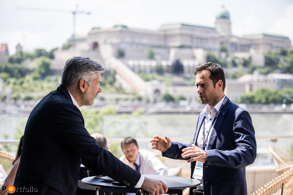 Teljes konferenciaélmény a teraszon is, egész napos élő közvetítés, kültéri networking