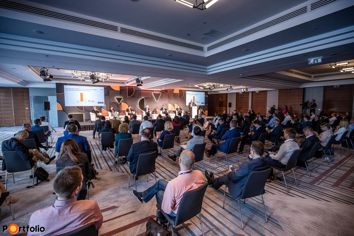 Több, mint 300 fő részvételével került megrendezésre a Hitelezés 2021 konferencia a Mariott Hotelben és online!