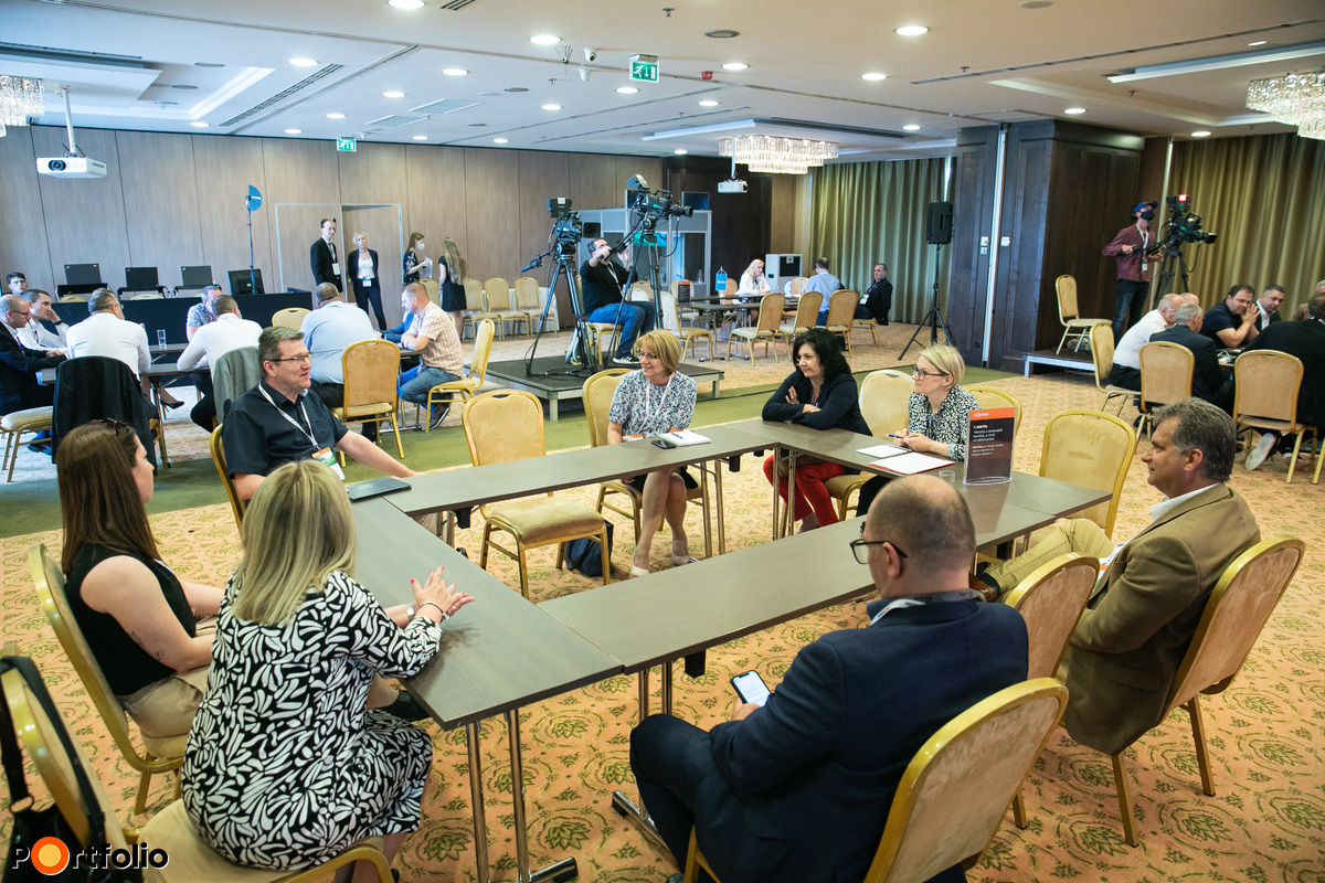 OFFLINE 1. asztal: Trendek a munkaerő piacról, a jövő HR-megoldásai. Témavezető: Tóth Edina, személyügyi igazgató, Opel Szentgotthárd Kft, Stellantis cégcsoport